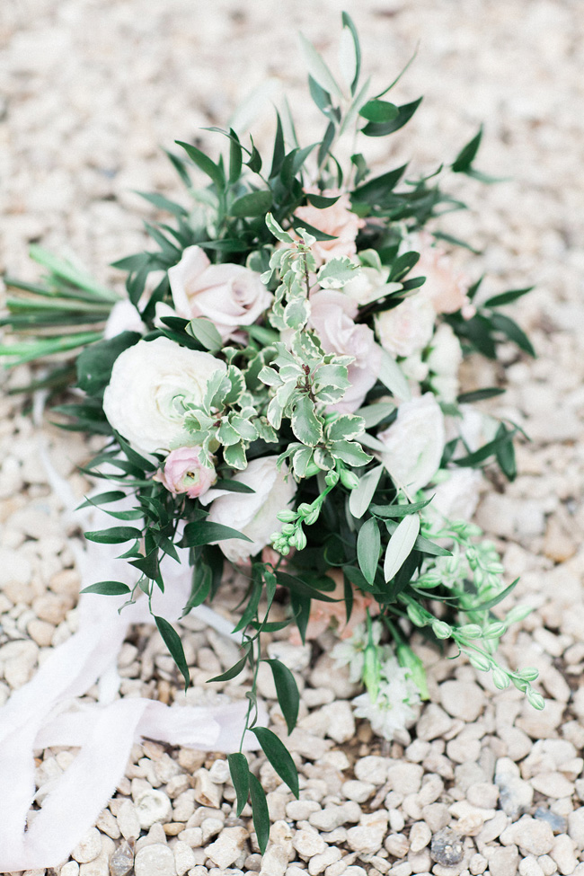 Greenery and statement blooms for an English garden wedding photographed by Bowtie and Belle (6)