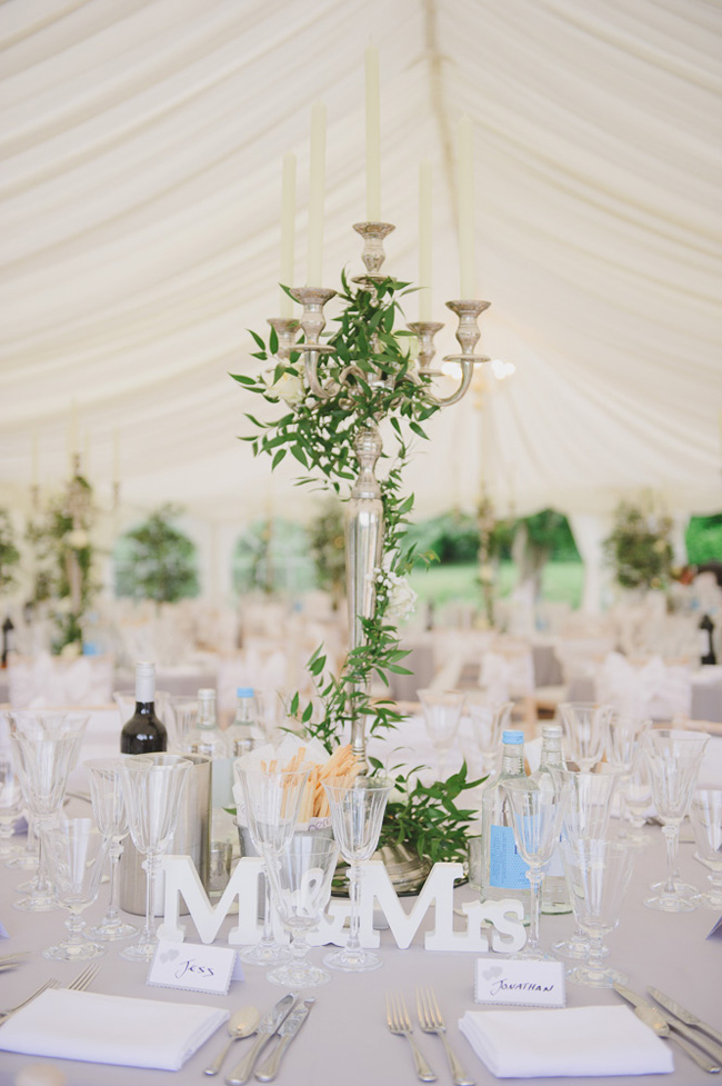 Classic English summer wedding at Ewshot Hall with Susan Arnold Photography (17)
