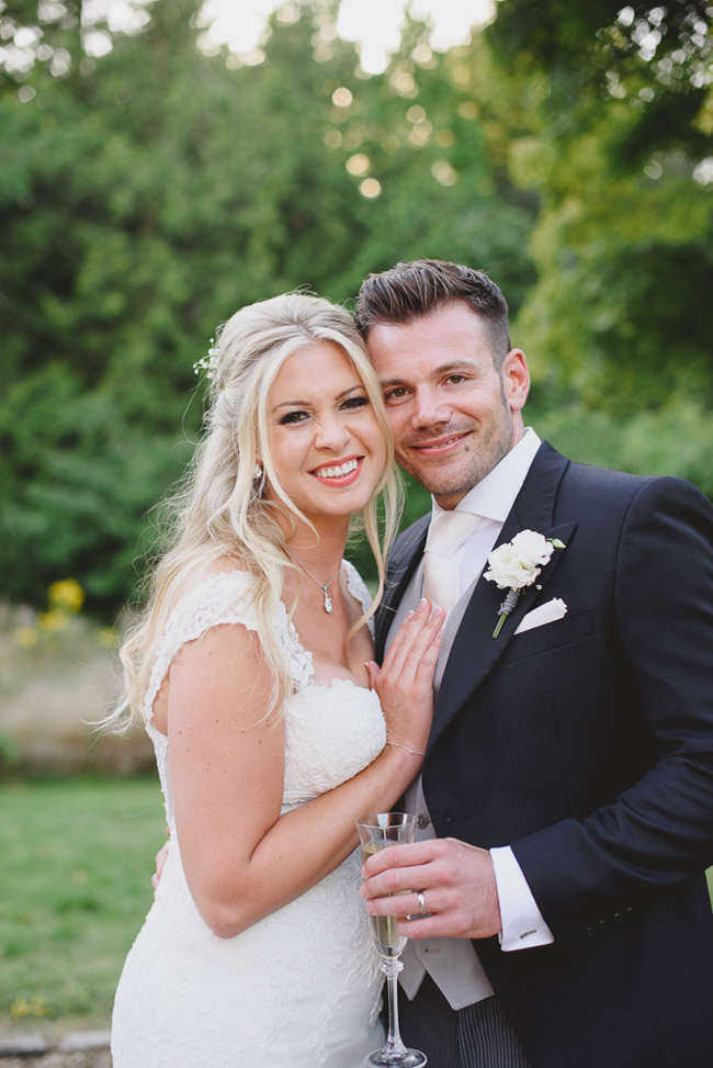 Classic English summer wedding at Ewshot Hall with Susan Arnold Photography (19)