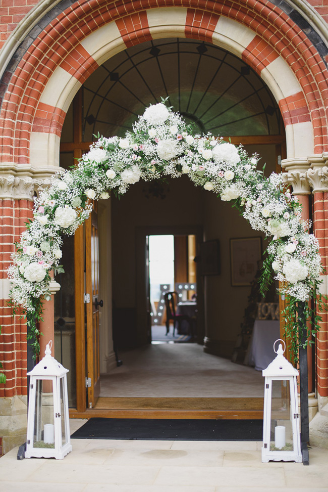 Classic English summer wedding at Ewshot Hall with Susan Arnold Photography (5)