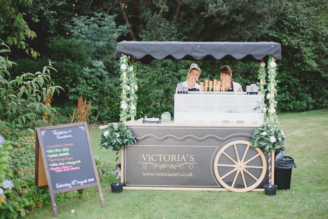 Classic English summer wedding at Ewshot Hall with Susan Arnold Photography (25)