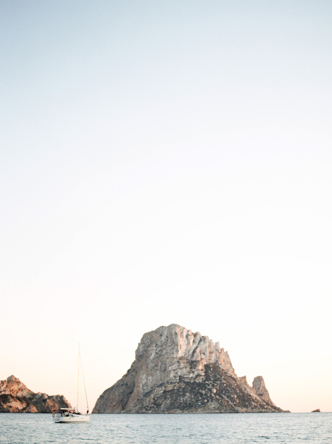 A breathtaking coastal wedding inspiration shoot in Ibiza with Hannah Duffy Photography (21)