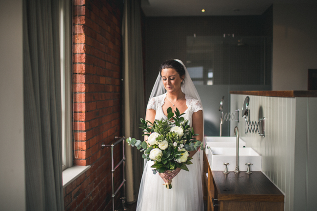 Simple styling and elegant colours for a Newcastle city wedding with Andy Hudson Photography (7)