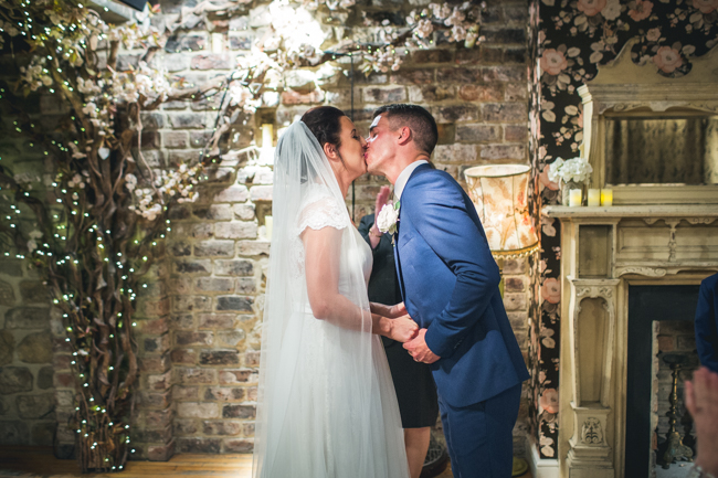 Simple styling and elegant colours for a Newcastle city wedding with Andy Hudson Photography (17)