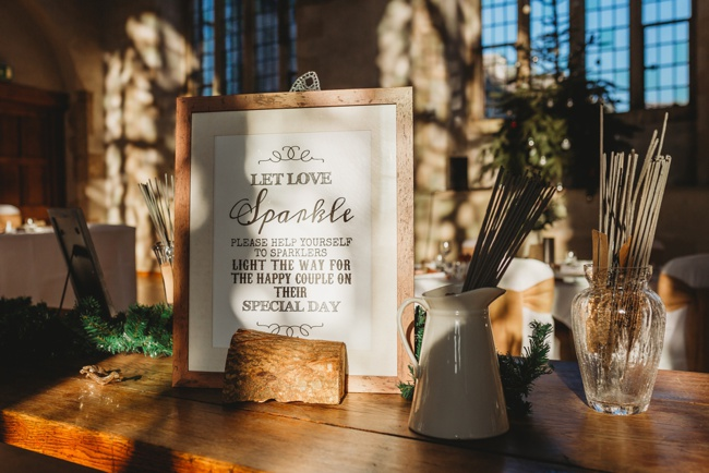 Winter wedding ideas for a simple and elegant day. Images by Holly Collings Photography (14)
