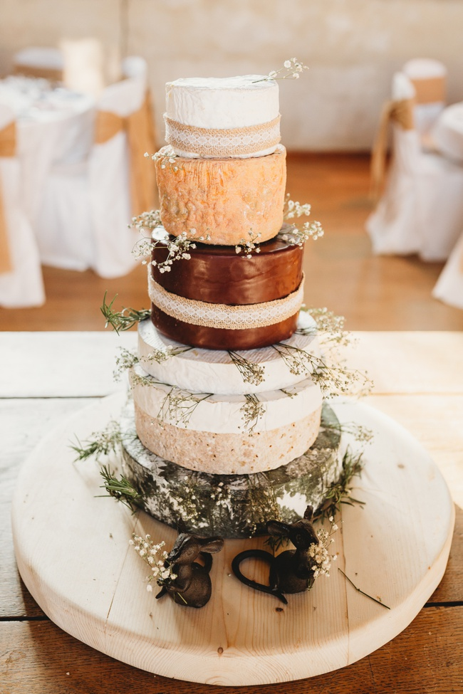Winter wedding ideas for a simple and elegant day. Images by Holly Collings Photography (16)