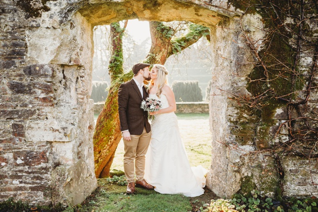 Winter wedding ideas for a simple and elegant day. Images by Holly Collings Photography (23)