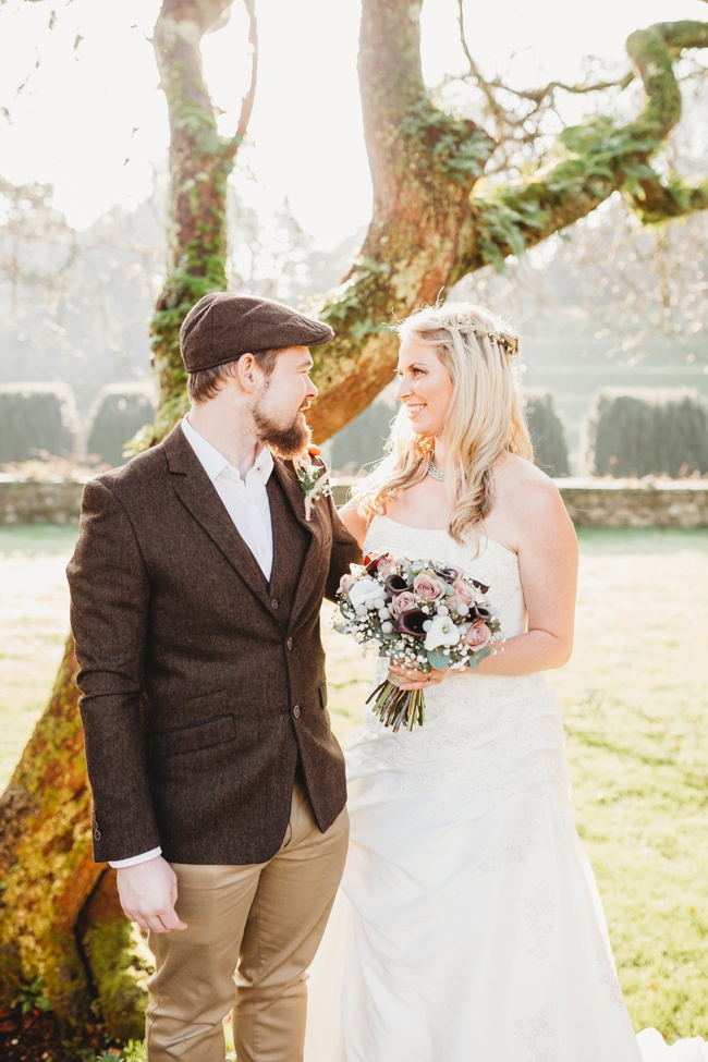 Winter wedding ideas for a simple and elegant day. Images by Holly Collings Photography (24)