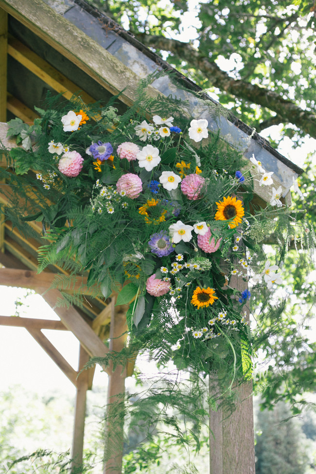 A fabulous summer wedding with cider and scarecrows! Emma Stoner Weddings (20)