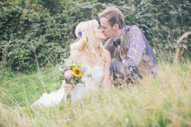 A fabulous summer wedding with cider and scarecrows! Emma Stoner Weddings (27)