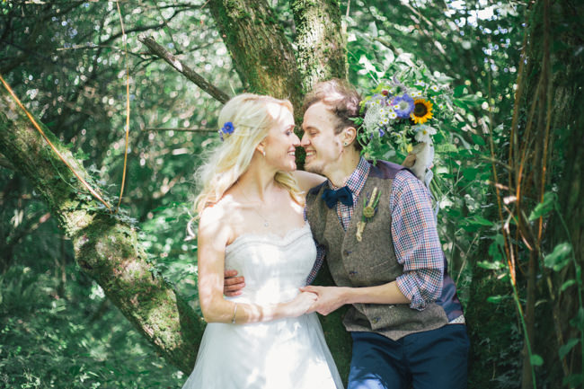 A fabulous summer wedding with cider and scarecrows! Emma Stoner Weddings (28)
