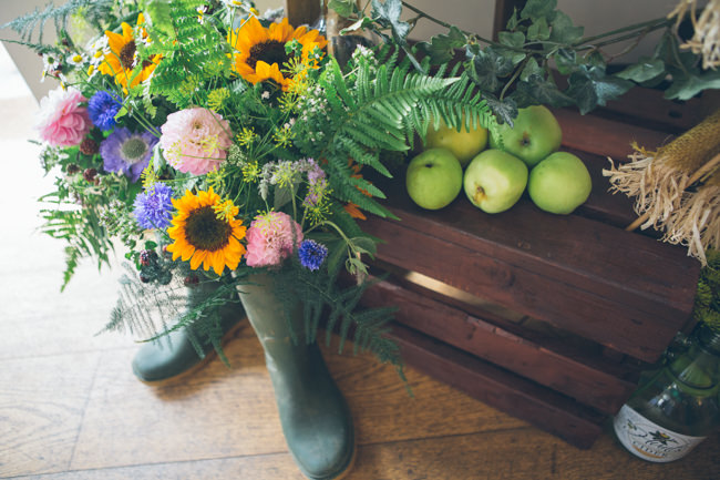 A fabulous summer wedding with cider and scarecrows! Emma Stoner Weddings (33)