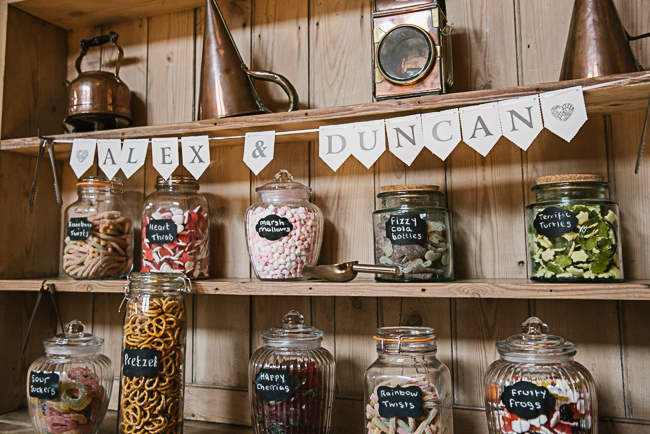 A prettily decorated elegant barn wedding in Kent with Penny Young Photography (6)