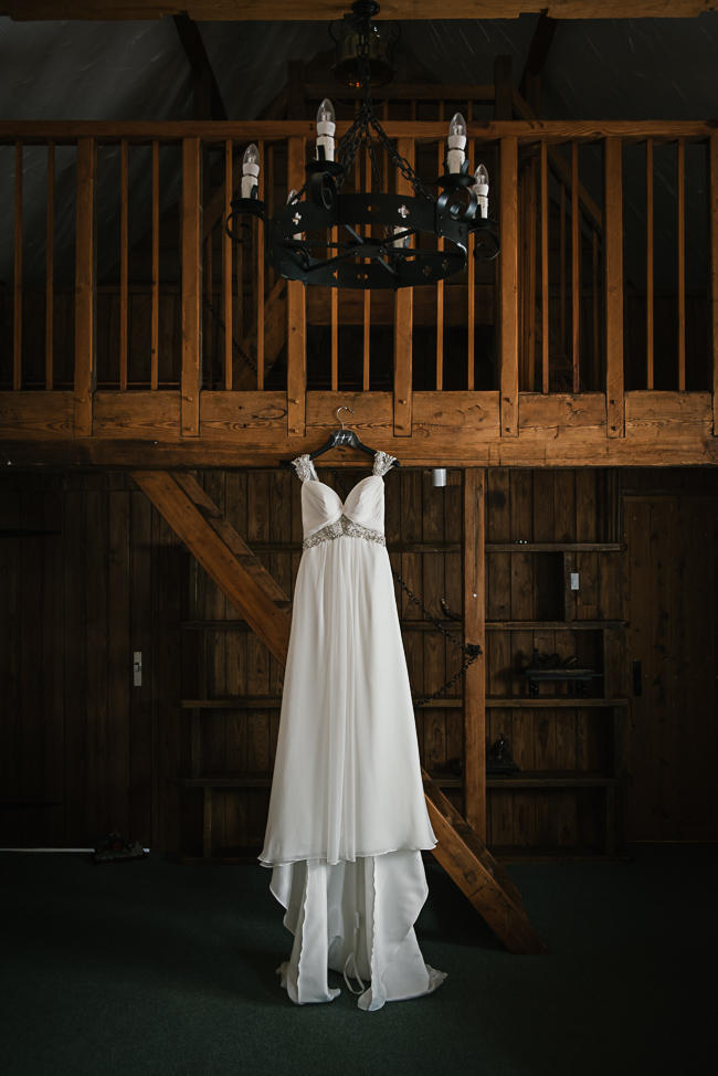 A prettily decorated elegant barn wedding in Kent with Penny Young Photography (8)