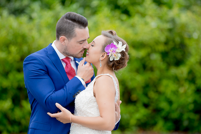 Tropical wedding inspiration at Skylark Country Club with VeVi Photography (25)