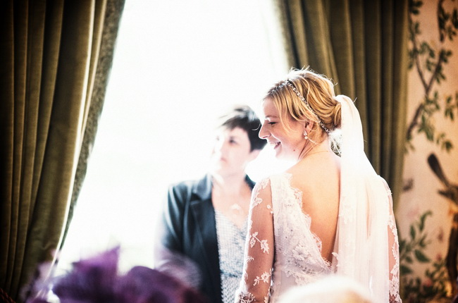 Squeezing inside for the rainy outdoor ceremony that wasn't meant to be! Richard Galloway Photography (6)