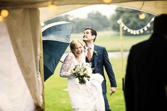 Squeezing inside for the rainy outdoor ceremony that wasn't meant to be! Richard Galloway Photography (18)