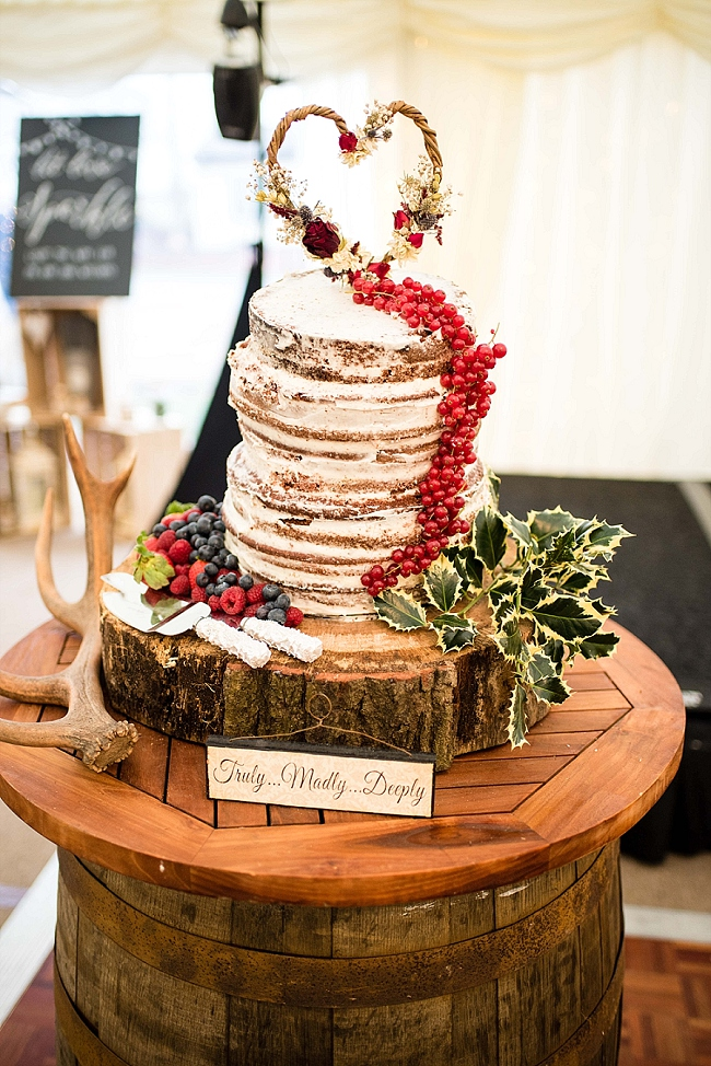 winter wedding styling ideas and gorgeous real wedding images with Damian Burcher Photography (9)