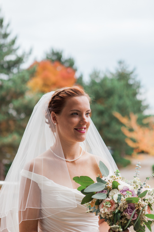 Vibrant autumn colours and tons of styling ideas for a Notley Barn wedding with Amanda Karen Photography (8)