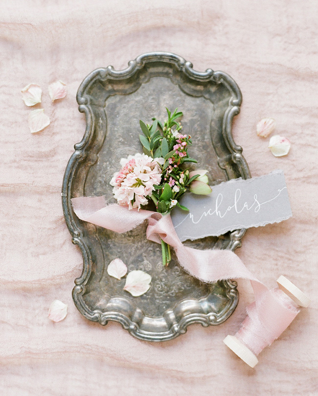 Simple wedding styling ideas for a fine art wedding, image by Lara Rios Photography (5)