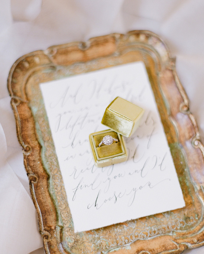 Simple wedding styling ideas for a fine art wedding, image by Lara Rios Photography (3)