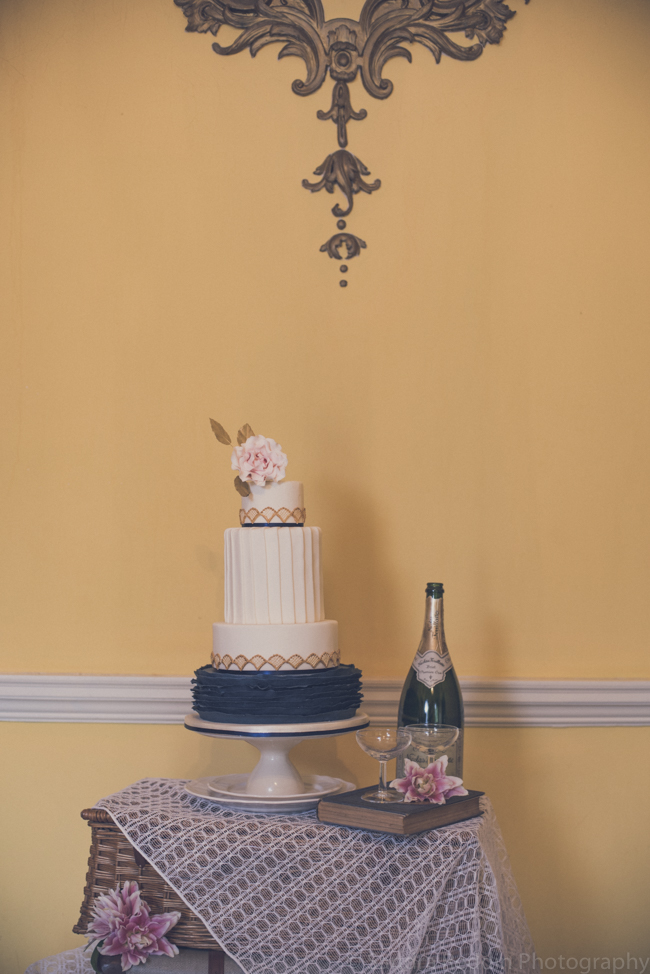 1930s true vintage wedding styling from Sprivers Mansion in Kent, with Sandra Reddin Photography (13)