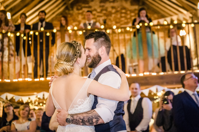 Lovely relaxed beach wedding barn inspo with Ayshea Goldberg Photography (30)
