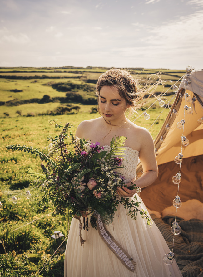 Boho beach wedding ideas - 3 looks on the English Wedding Blog. Image credit Ariana Fenton, Cornwall (3)