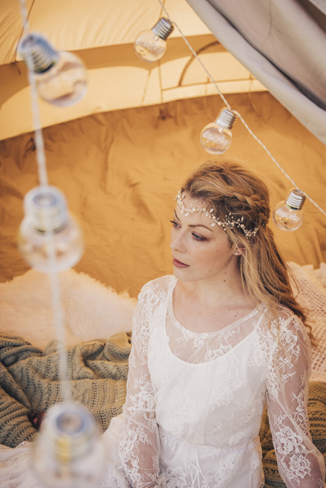 Boho beach wedding ideas - 3 looks on the English Wedding Blog. Image credit Ariana Fenton, Cornwall (6)