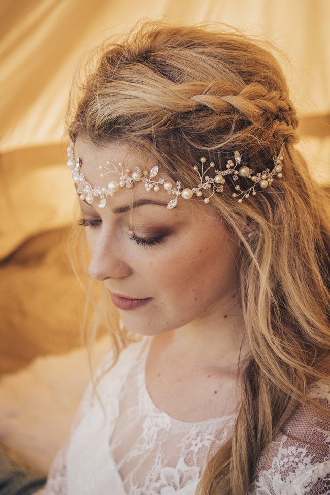 Boho beach wedding ideas - 3 looks on the English Wedding Blog. Image credit Ariana Fenton, Cornwall (7)