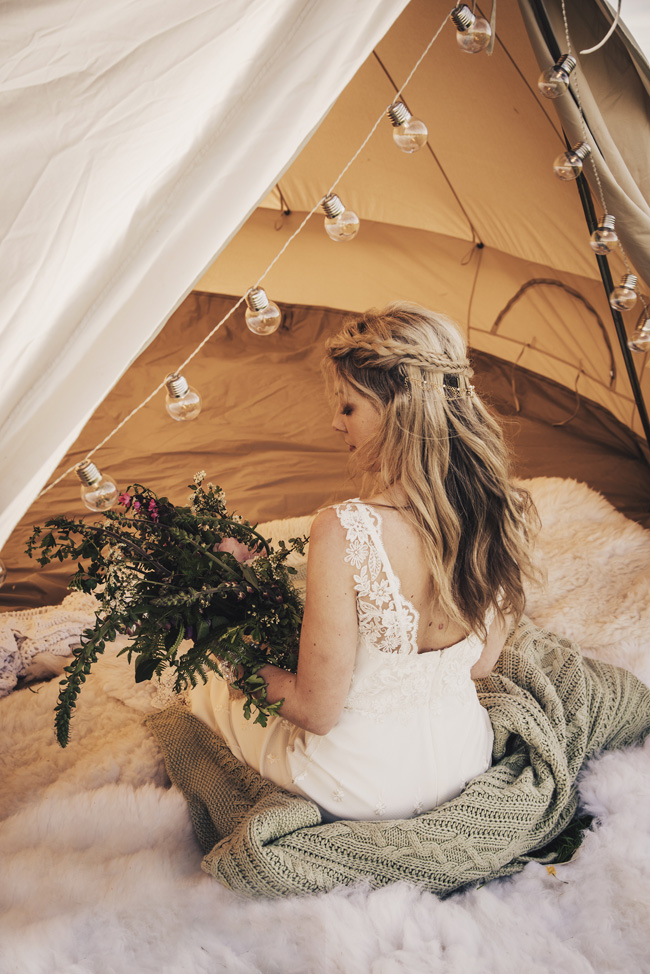 Boho beach wedding ideas - 3 looks on the English Wedding Blog. Image credit Ariana Fenton, Cornwall (12)