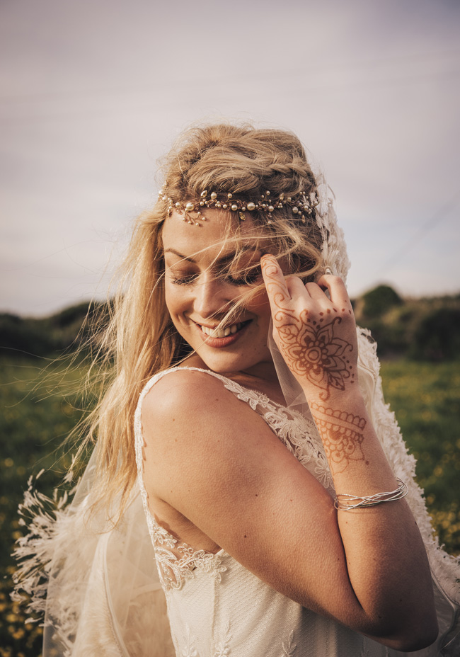 Boho beach wedding ideas - 3 looks on the English Wedding Blog. Image credit Ariana Fenton, Cornwall (22)