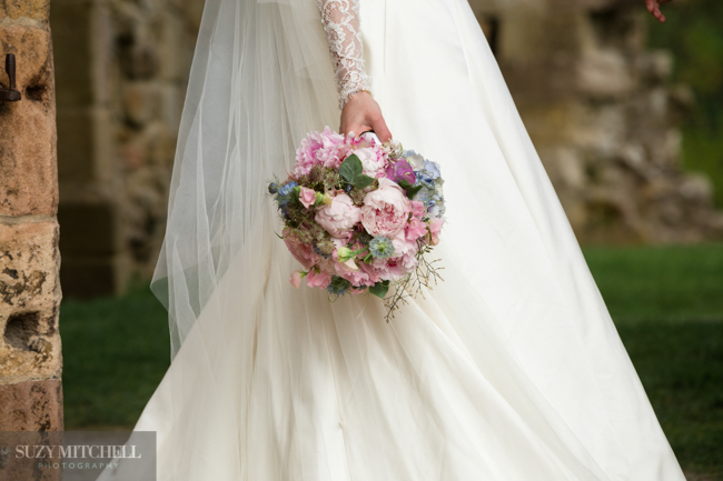 Beautiul styling ideas and luxe marquee florals, image credit Suzy Mitchell Photography (9)