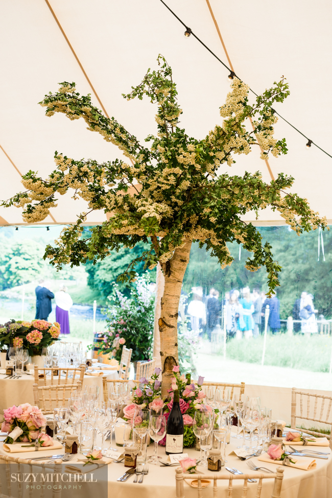 Beautiul styling ideas and luxe marquee florals, image credit Suzy Mitchell Photography (21)