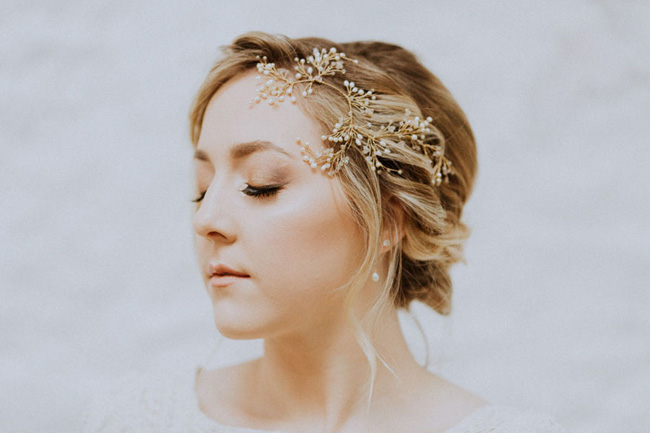 OXI Photography's beautiful fine art wedding style for a shoot with Vintage Button accessories (8)