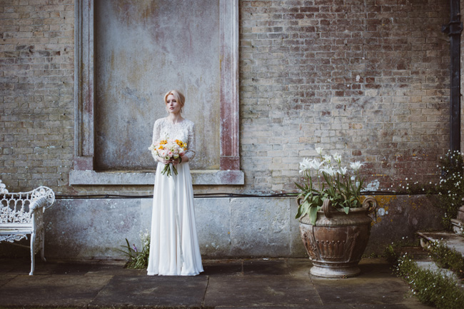 Understated luxury wedding styling in Hampshire by Jenna Hewitt, with Kitty Wheeler Shaw Photography (9)