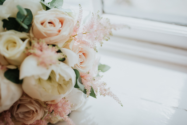 Romantic and simple styling for a traditional English wedding in Kent. Image by Michelle Cordner Photography (6)