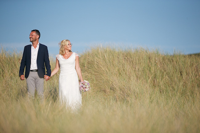 Sweetheart table and a stroll on the beach for Petra and Thomas's beach elopement, image by Dasa Wharton (10)