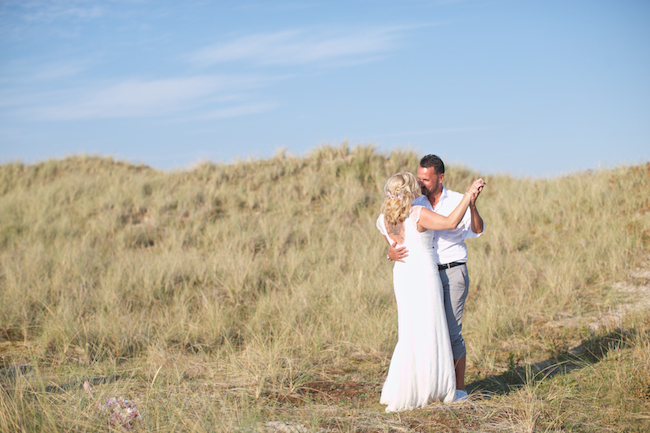 Sweetheart table and a stroll on the beach for Petra and Thomas's beach elopement, image by Dasa Wharton (9)