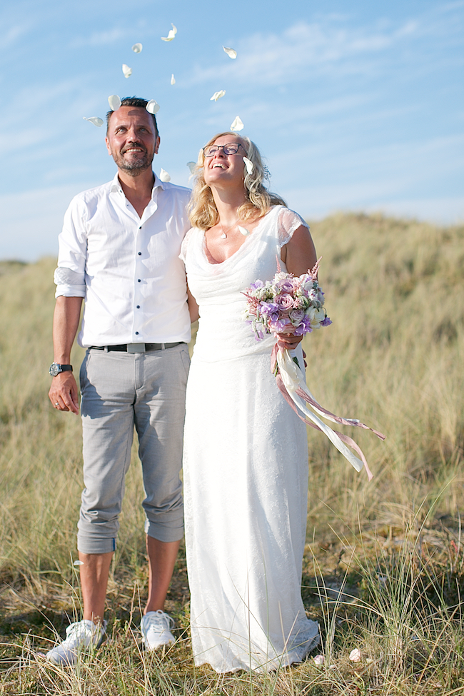 Sweetheart table and a stroll on the beach for Petra and Thomas's beach elopement, image by Dasa Wharton (8)
