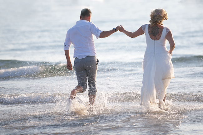 Sweetheart table and a stroll on the beach for Petra and Thomas's beach elopement, image by Dasa Wharton (3)