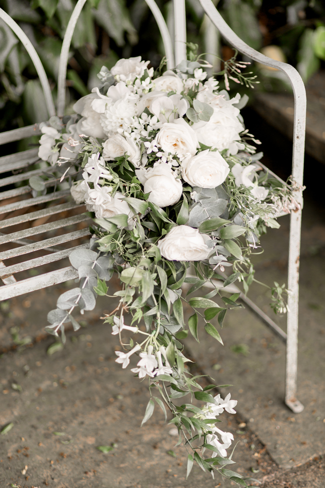 White florals and green foliage for a fine art wedding in Leicestershire. Image by Helen Warner Photography (5)