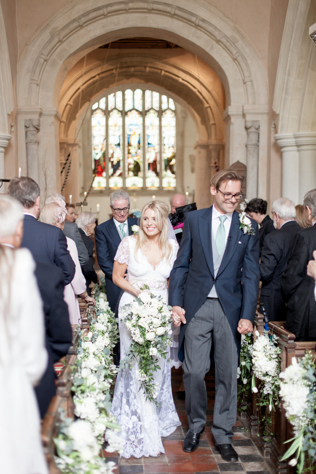 White florals and green foliage for a fine art wedding in Leicestershire. Image by Helen Warner Photography (24)