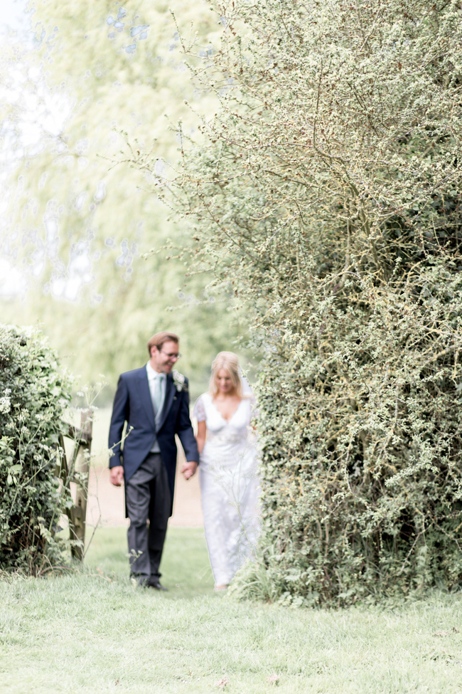 White florals and green foliage for a fine art wedding in Leicestershire. Image by Helen Warner Photography (30)