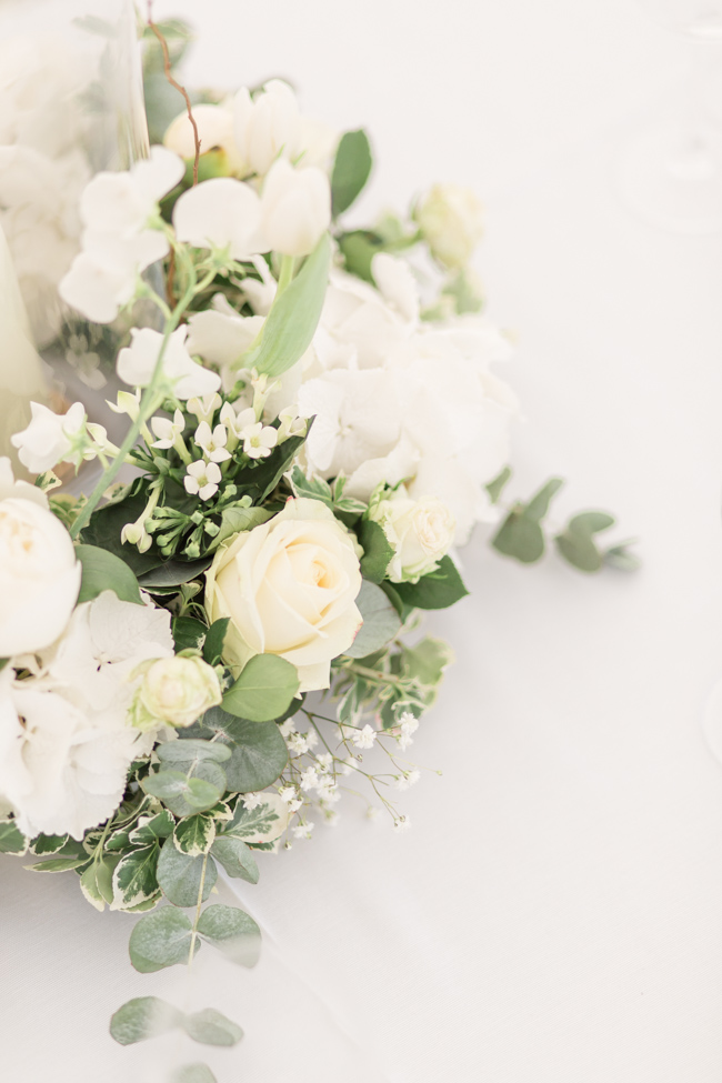 White florals and green foliage for a fine art wedding in Leicestershire. Image by Helen Warner Photography (36)