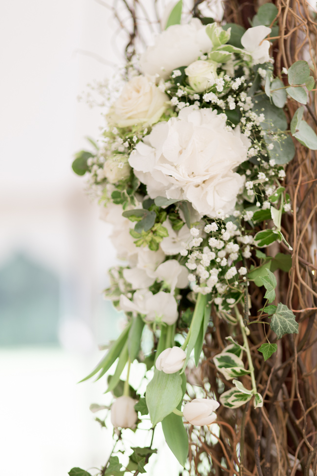 White florals and green foliage for a fine art wedding in Leicestershire. Image by Helen Warner Photography (37)
