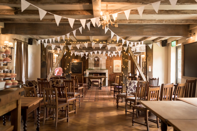 Five Bells Stanbridge wedding on the English Wedding Blog by lovely Becky Harley Photography (3)