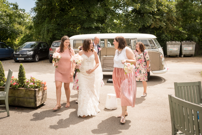 Five Bells Stanbridge wedding on the English Wedding Blog by lovely Becky Harley Photography (8)