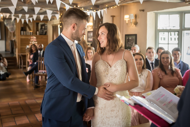 Five Bells Stanbridge wedding on the English Wedding Blog by lovely Becky Harley Photography (10)
