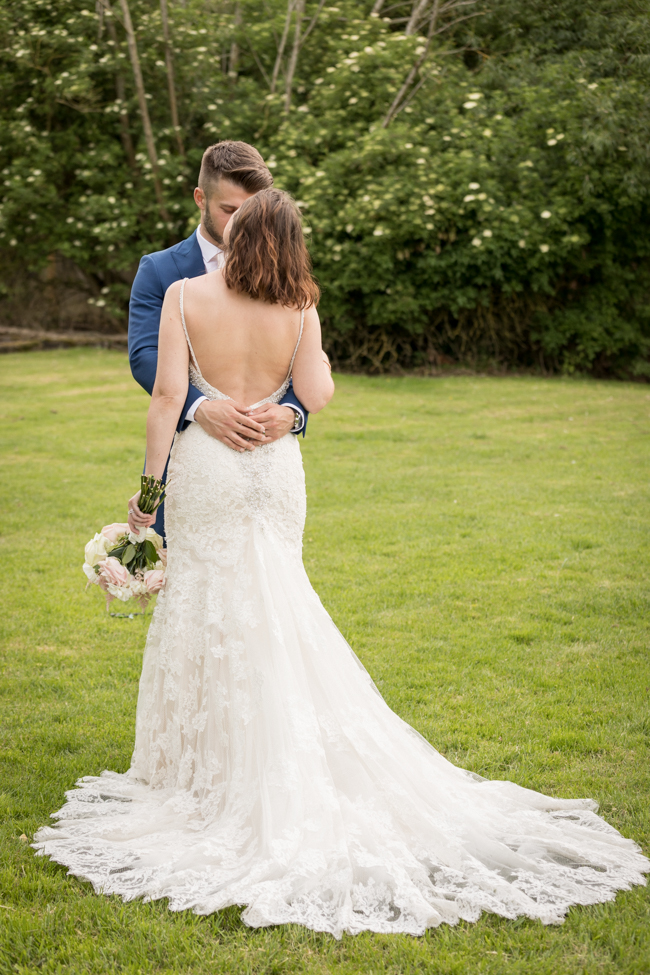 Five Bells Stanbridge wedding on the English Wedding Blog by lovely Becky Harley Photography (23)